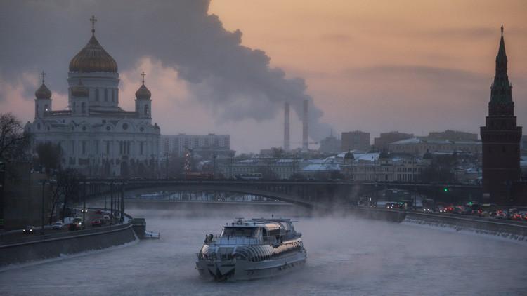 Foto: La aparición de un 'barco fantasma' en Moscú causa confusión en las redes sociales