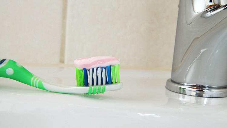 ¡Ojo! Científicos advierten que dentífricos y chicles pueden llevar a cáncer