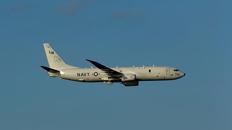 Avión de reconocimiento estadounidense desciende a 150 metros sobre el portaaviones ruso