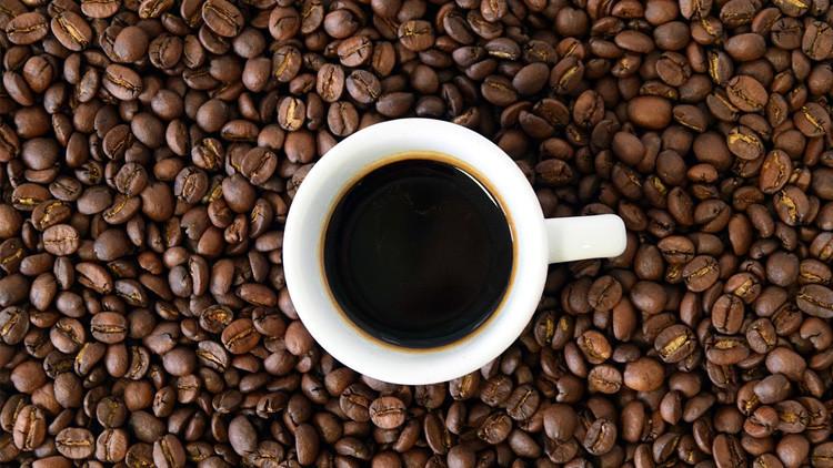 Dos estudiantes casi mueren al tomar por error una dosis de cafeína equivalente a 300 cafés