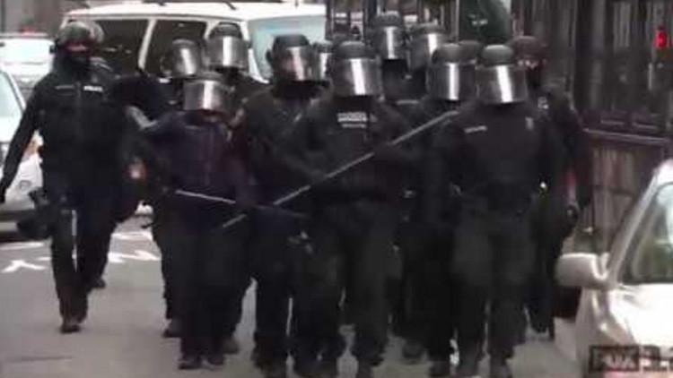Operativo de 30 segundos: Así despeja la Policía de EE.UU. una calle cortada por manifestantes