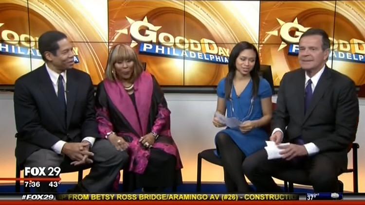 """Suspenden a un presentador de Fox tras decir que una asesora de Trump es """"buena en idioteces"""""""