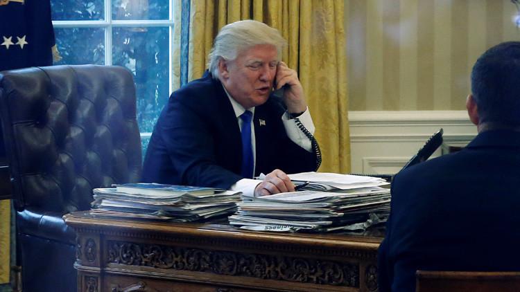 """Trump desea """"felicidad y prosperidad"""" al pueblo ruso en su conversación telefónica con Putin"""