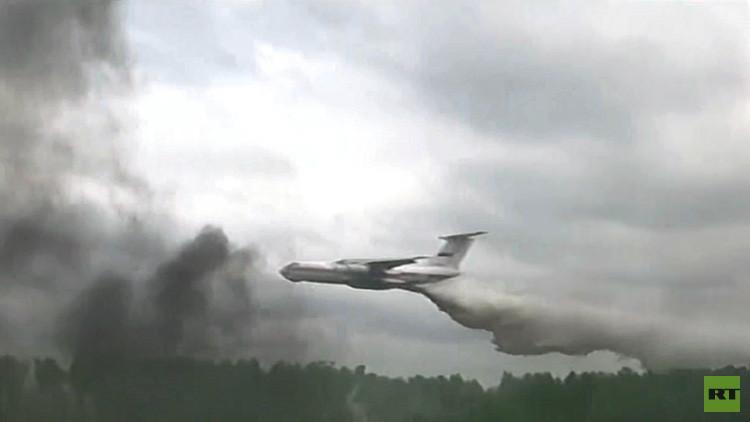 VIDEO: Así es el avión ruso que se dirige a Chile para combatir a los voraces incendios