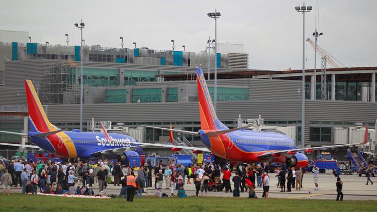 Un juez de EE.UU. suspende la deportación de los detenidos en los aeropuertos tras la orden de Trump