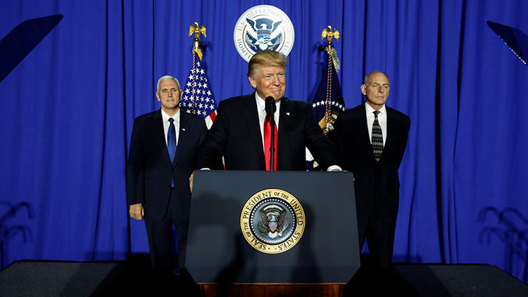 La primera semana de Trump: Malas noticias para los mexicanos, el TPP y los inmigrantes musulmanes
