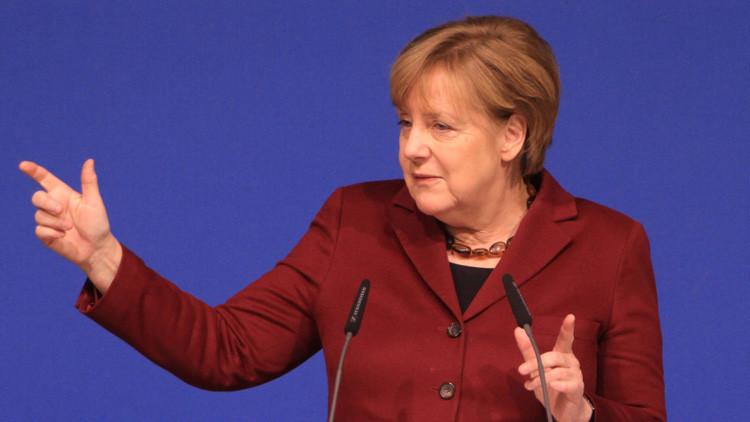 """""""No es justificada"""": Merkel critica la prohibición migratoria de Trump"""