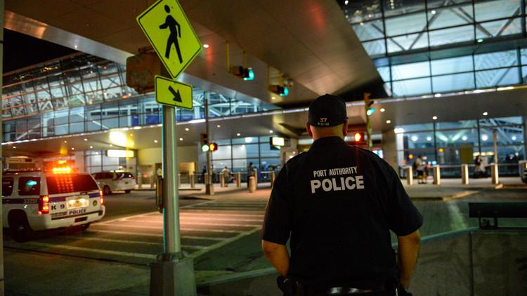 Una chilena intenta suicidarse en el aeropuerto de Nueva York mientras esperaba a ser deportada