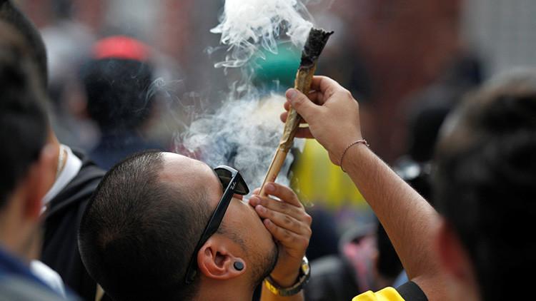 'Fumatón' de marihuana en Bogotá, en protesta por una nueva ley policial