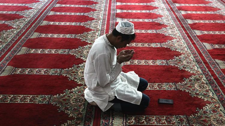 Un musulmán se convirtió al cristianismo tras no poder quemar una Biblia