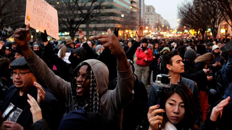 Absuelven de cargos al periodista de RT América por cubrir las protestas en Washington