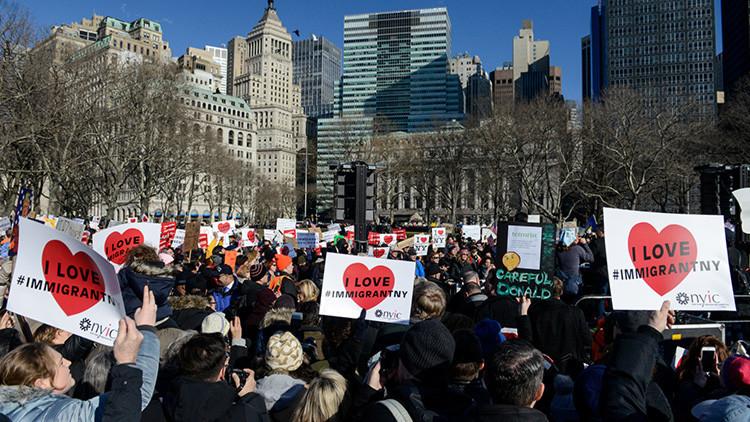 """""""La 'prohibición musulmana' en EE.UU. fue iniciada por Obama y los medios prefieren callar"""""""