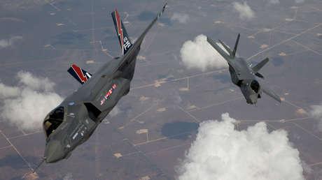 Dos cazas F-35 sobrevuelan California, EE.UU.
