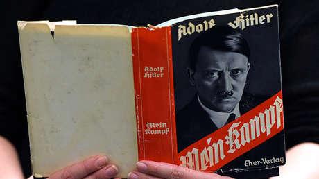 Una antigua edición del 'Mein Kampf' expuesta en la Biblioteca Central y Regional de Berlín, el 7 de diciembre de 2015.