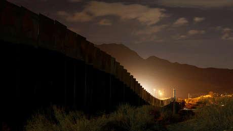Panorámica del muro fronterizo entre México y EE.UU. a su paso por Ciudad Juárez