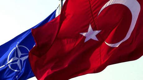 Las banderas de Turquía y la OTAN