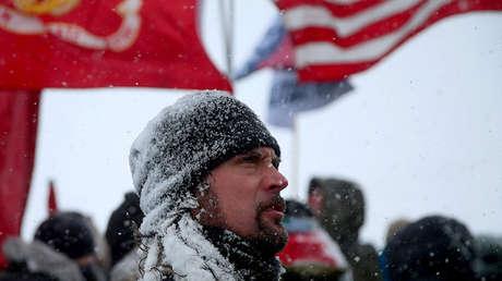 Un veterano de la Marina en una manifestación contra el oleoducto Dakota Access