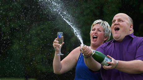 El matrimonio Bayford al ganar la lotería