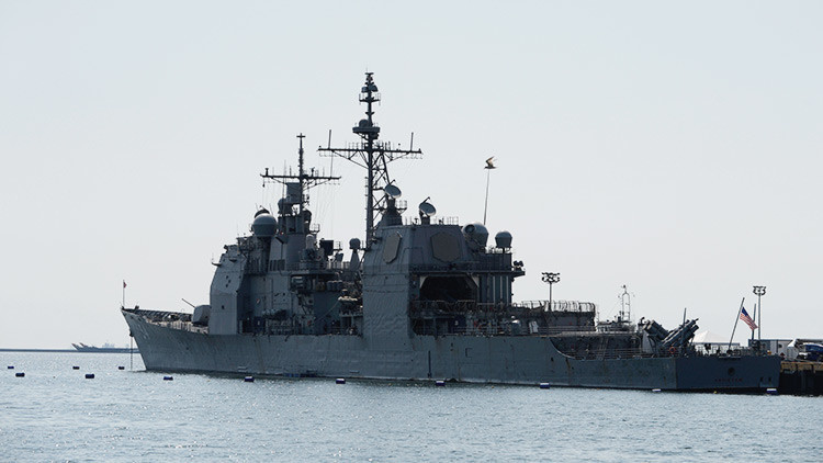 Un buque de la Marina de EE.UU. encalla y derrama aceite en la bahía de Tokio