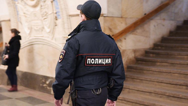Una mujer muerde a otra en una pelea en el metro de Moscú