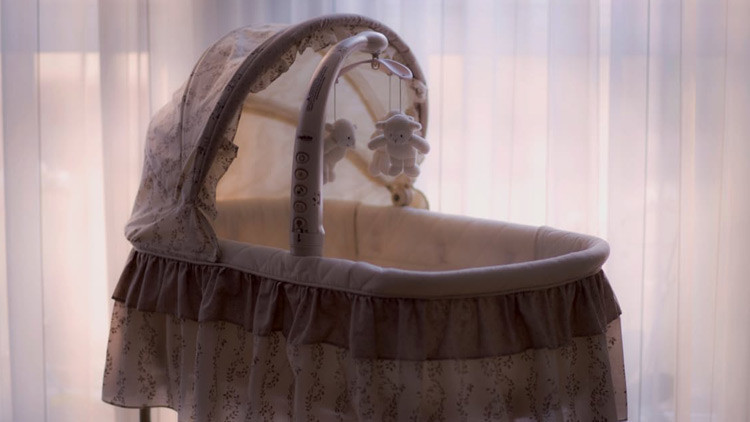 Una bebé de 5 meses muere de hambre en su cuna tras la sobredosis de sus padres