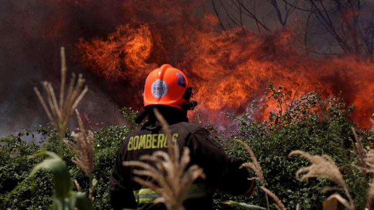 Un dron capta las devastadoras consecuencias de los incendios forestales en Chile (VIDEO)