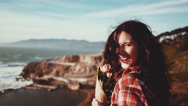 Científicos descubren cinco nuevos rasgos cruciales para ser feliz