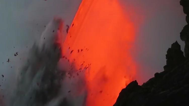 IMPACTANTE VIDEO: El río de lava desemboca en el Pacífico en Hawái