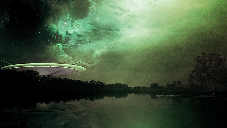 Conspiradores descubren un platillo volante cerca de la sede de la NASA (VIDEO)