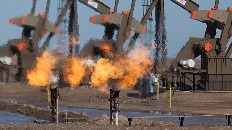 Arabia Saudita sube precio del crudo a EE.UU., Europa y Asia