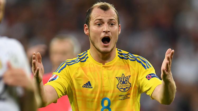 """""""Este no es lugar para nazis"""": un futbolista ucraniano es retirado de un equipo español"""