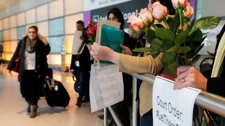 Un tribunal de EE.UU. bloquea temporalmente la orden migratoria de Trump