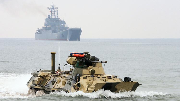 Lanchas de desembarco de la Armada rusa realizan maniobras de asalto anfibio en el Báltico (Video)