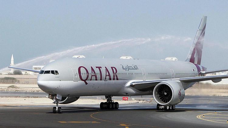 Un avión de Qatar Airways aterriza tras el vuelo comercial más largo en la historia de la aviación