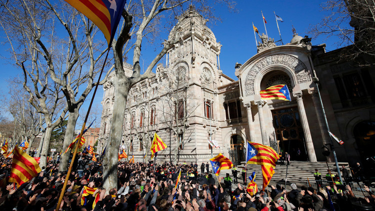 El Gobierno español, dispuesto a acabar con el referéndum catalán: ¿hasta dónde podría llegar?
