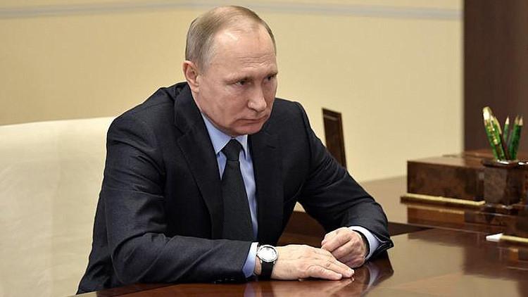 Putin firma la 'ley de bofetadas' que despenaliza la violencia doméstica: ¿De qué se trata?