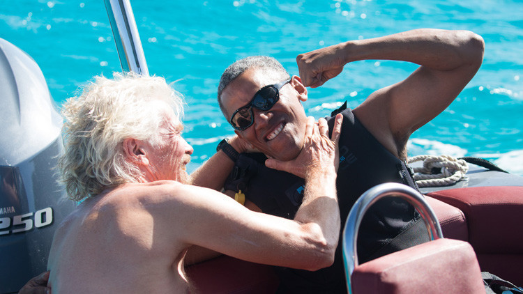 Video: Obama desafía al multimillonario Richard Branson sobre las olas