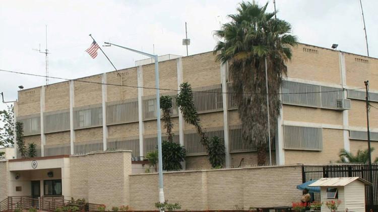 """Zimbabue al embajador de EE.UU.: """"Puede colgarse de una planta de banano"""""""