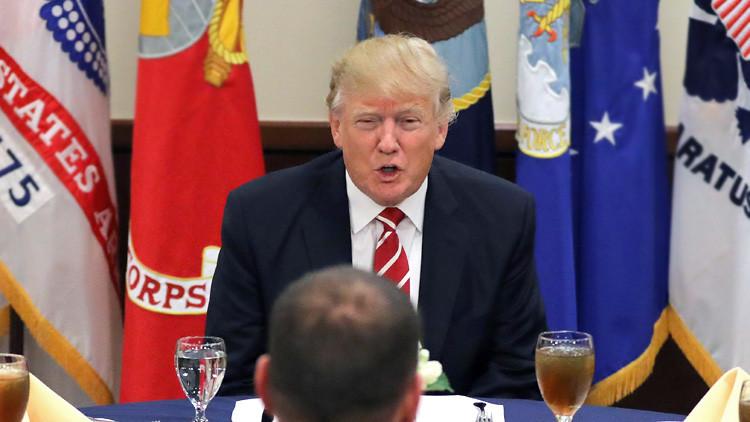 """""""¡Vamos a destruir su carrera!"""": Trump se burla y amenaza a un senador"""