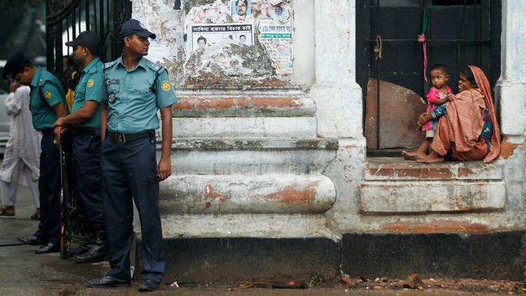 Usan un pene falso para estafar a los crédulos habitantes de un pueblo de Bangladés