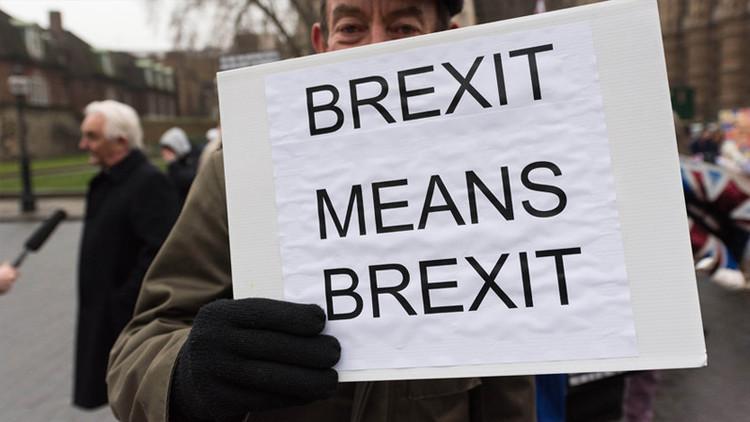 Diputados británicos aprueban el inicio formal del 'Brexit'