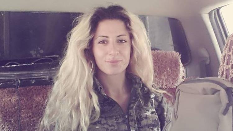 """Joven danesa que luchó contra el EI: """"Quieren raptarme y convertirme en una esclava sexual"""""""