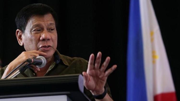 """Duterte tacha de """"idiota"""" a un expresidente de Colombia y defiende su lucha contra las drogas"""