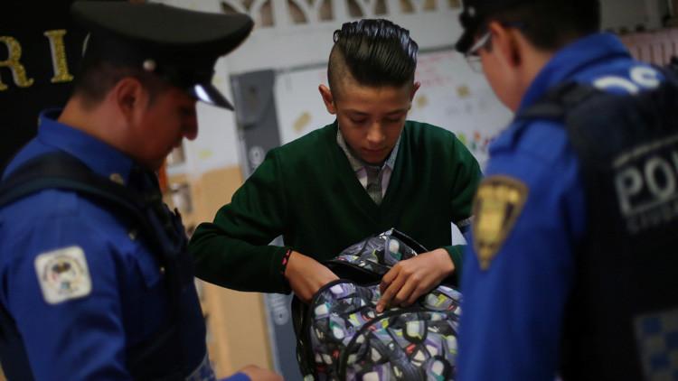 'Bullying' venenoso en México: Estudiantes echan plaguicida en la bebida de una compañera