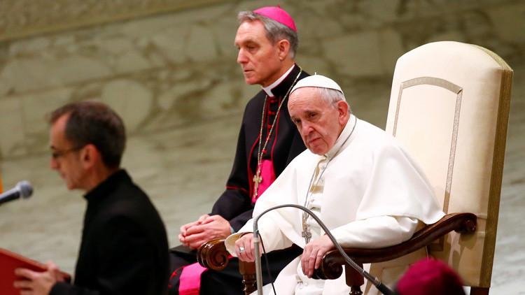 """El papa Francisco reconoce que en el Vaticano """"hay corrupción"""", pero está """"en paz"""""""