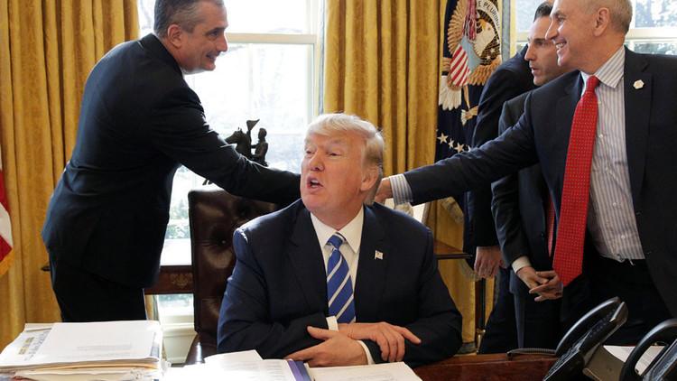 ¿Fácil qué?: Un turbio e incomprensible tuit de Trump provoca una ola de memes en la Red