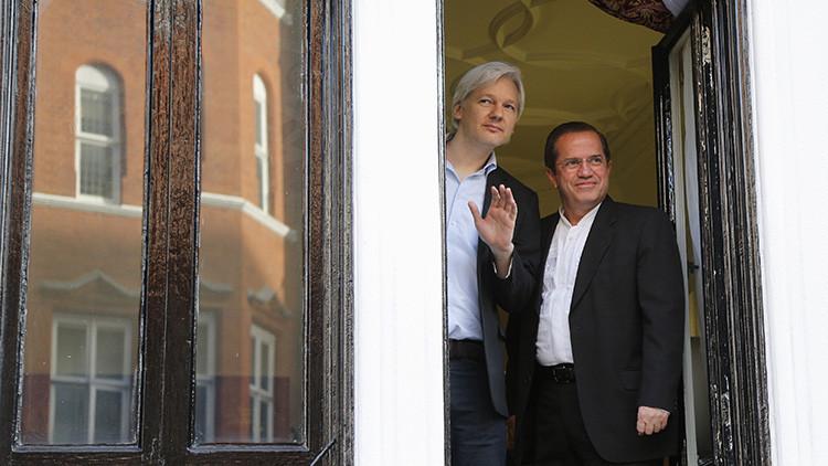 Un candidato presidencial en Ecuador promete retirar el asilo a Assange