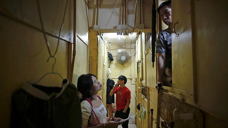 Hong Kong y sus 'pisos féretro': Pague 230 dólares por vivir en 'cajas de madera'