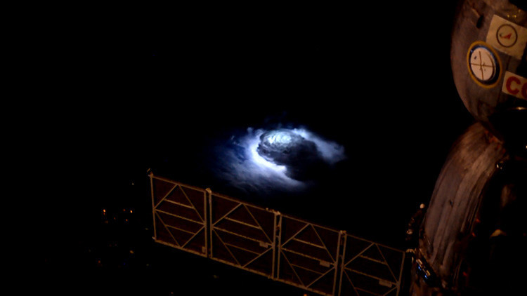 VIDEO: El proyecto espacial 'THOR' capta relámpagos azules inexplicables en la atmósfera