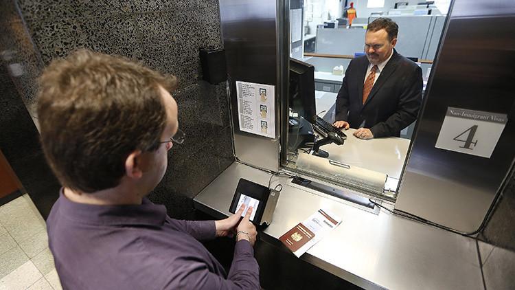Proponen exigir contraseñas de redes sociales a solicitantes del visado de EE.UU.